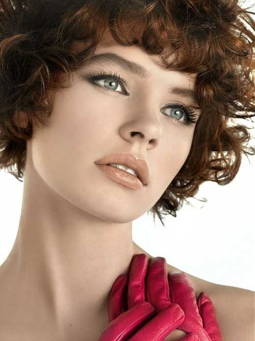 Some Women Say That If You Have Round Face Shape And Curly Hair Can T Sport Diffe Short Hairstyles Because They Will Over Emphasize The Of