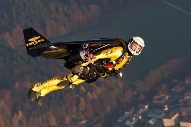 летает человек