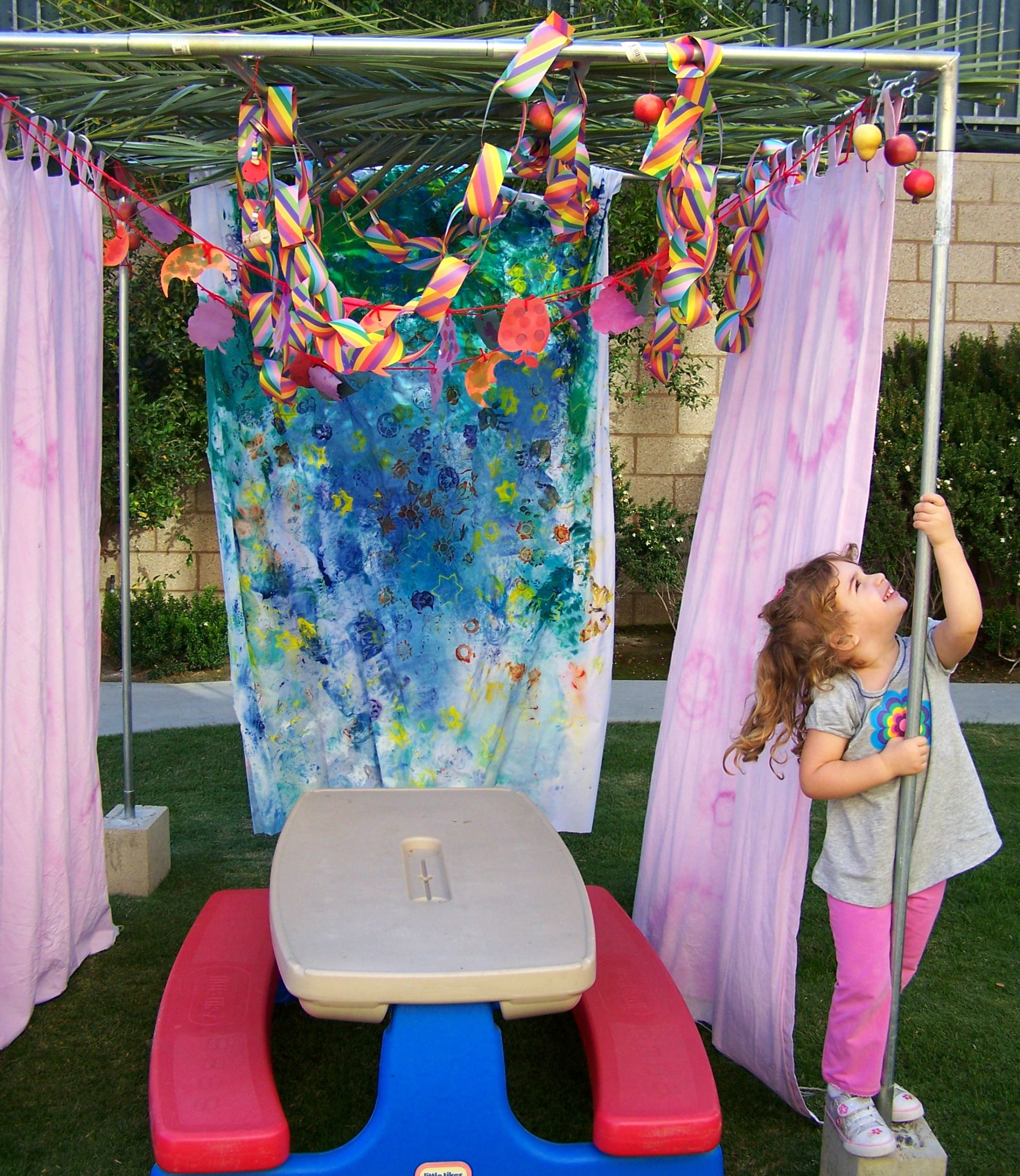 Kids Paint Old Sheets For Hanging Fun Idea