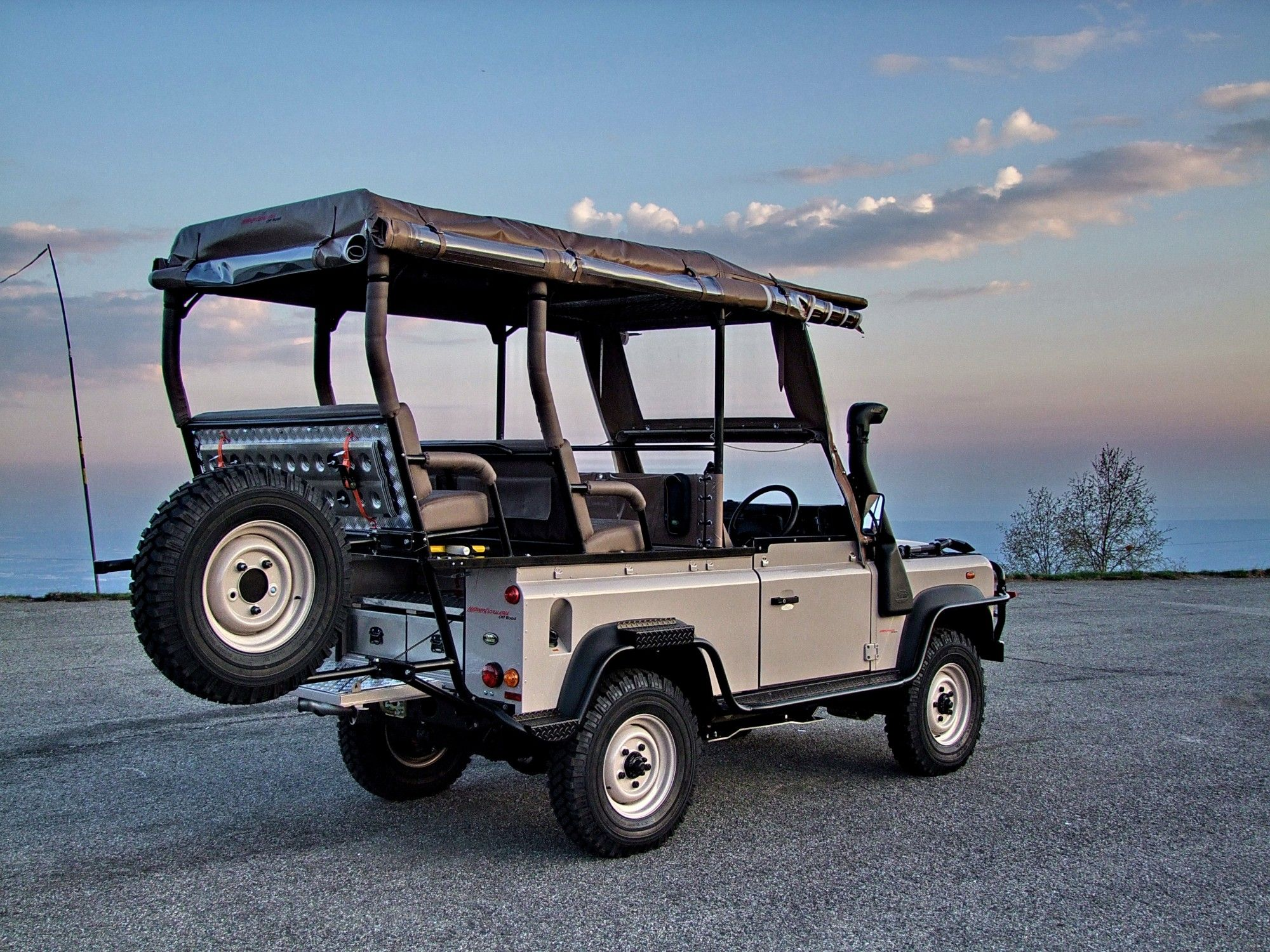 Special Land Rover Defender Game Viewer for Kenya Safari Park by