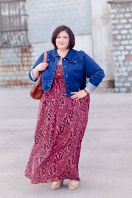 Plus Size Maxi Mania with SWAK and Gwynnie Bee   Denim jackets  Maxi     Plus size fashion blogger Authentically Emmie in a SWAK maxi dress from  Gwynnie Bee and a