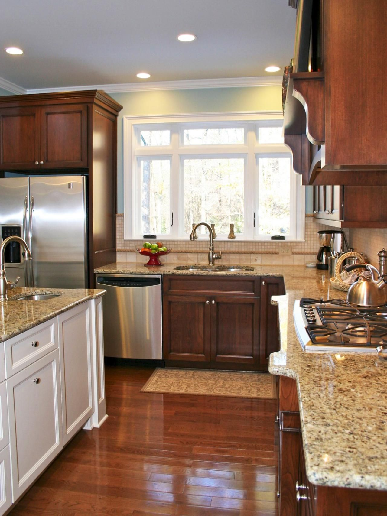 This Kitchens Granite Countertops Give The Traditional