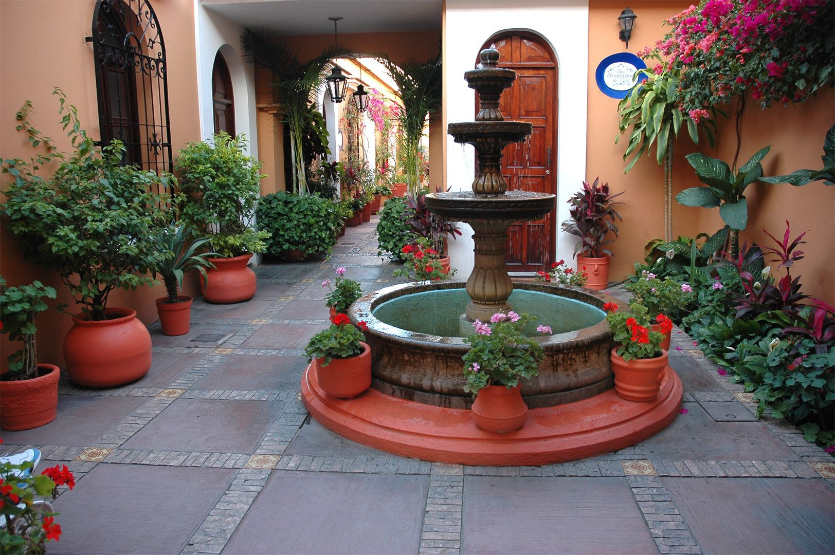 patios mexicanos by alejandraferrar on Pinterest | Mexican ... on Mexican Backyard Decor id=78736