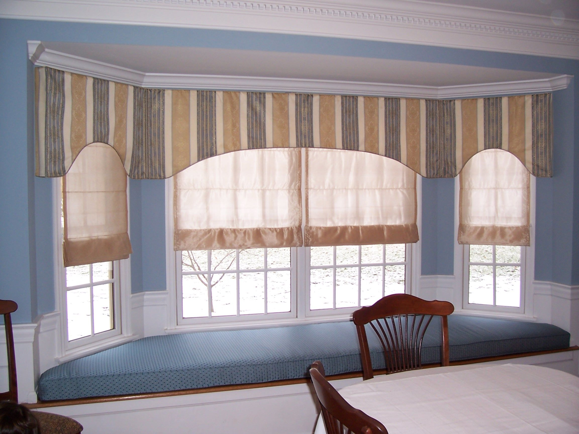 Continuous Flat Valance Along Large Bay Window With Sheer