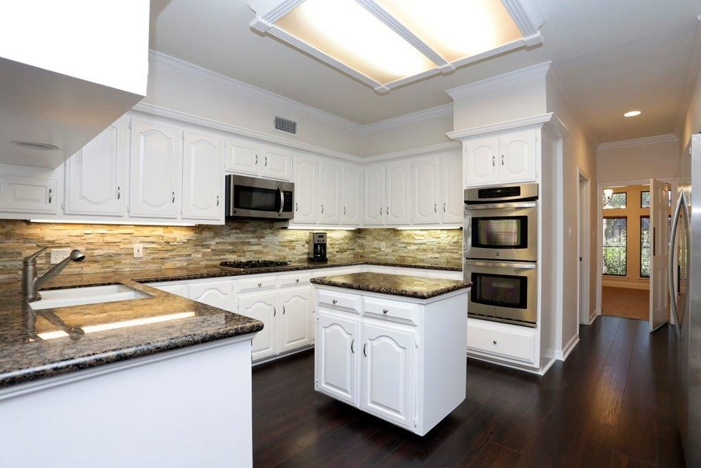 White Cabinets Stack Stone backsplash and Granite ... on Backsplash For Black Granite Countertops And White Cabinets  id=66343