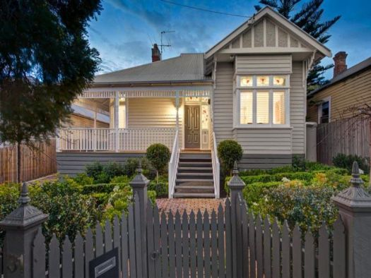 Photo Of A Weatherboard Edwardian House Exterior With Picket Fence Hedging Facade Browse Hundreds Images Exteriors