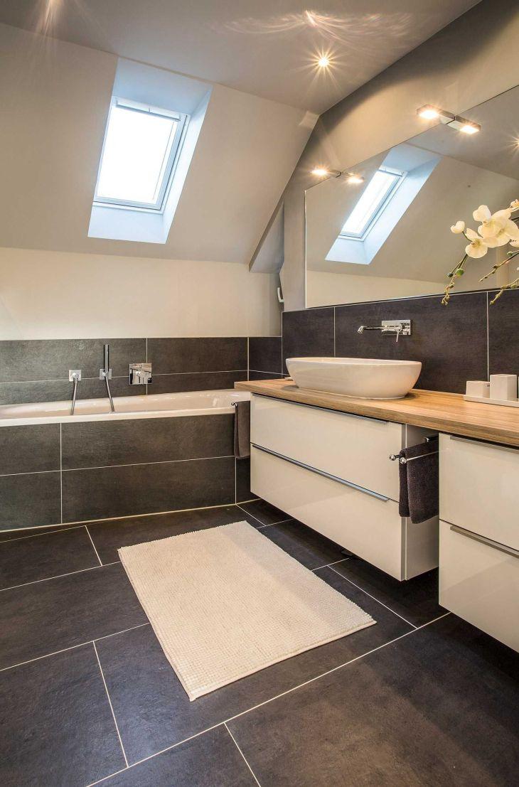 Modernes Bad mit großem Waschtisch und Badewanne  Bäder  Pinterest