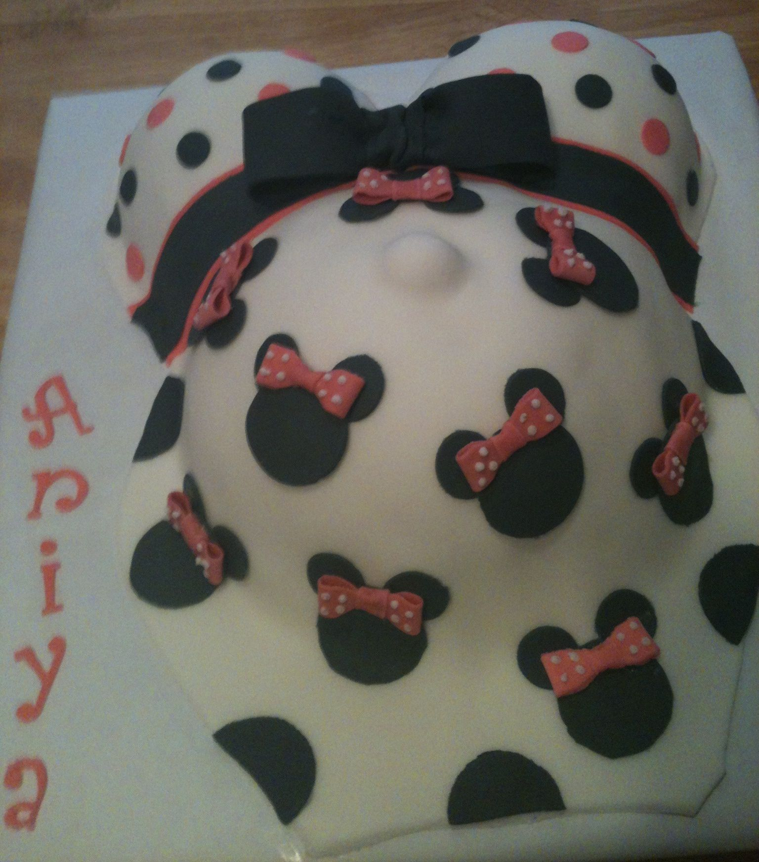 Baby Shower Cakes Minnie Mouse Pregnant Belly