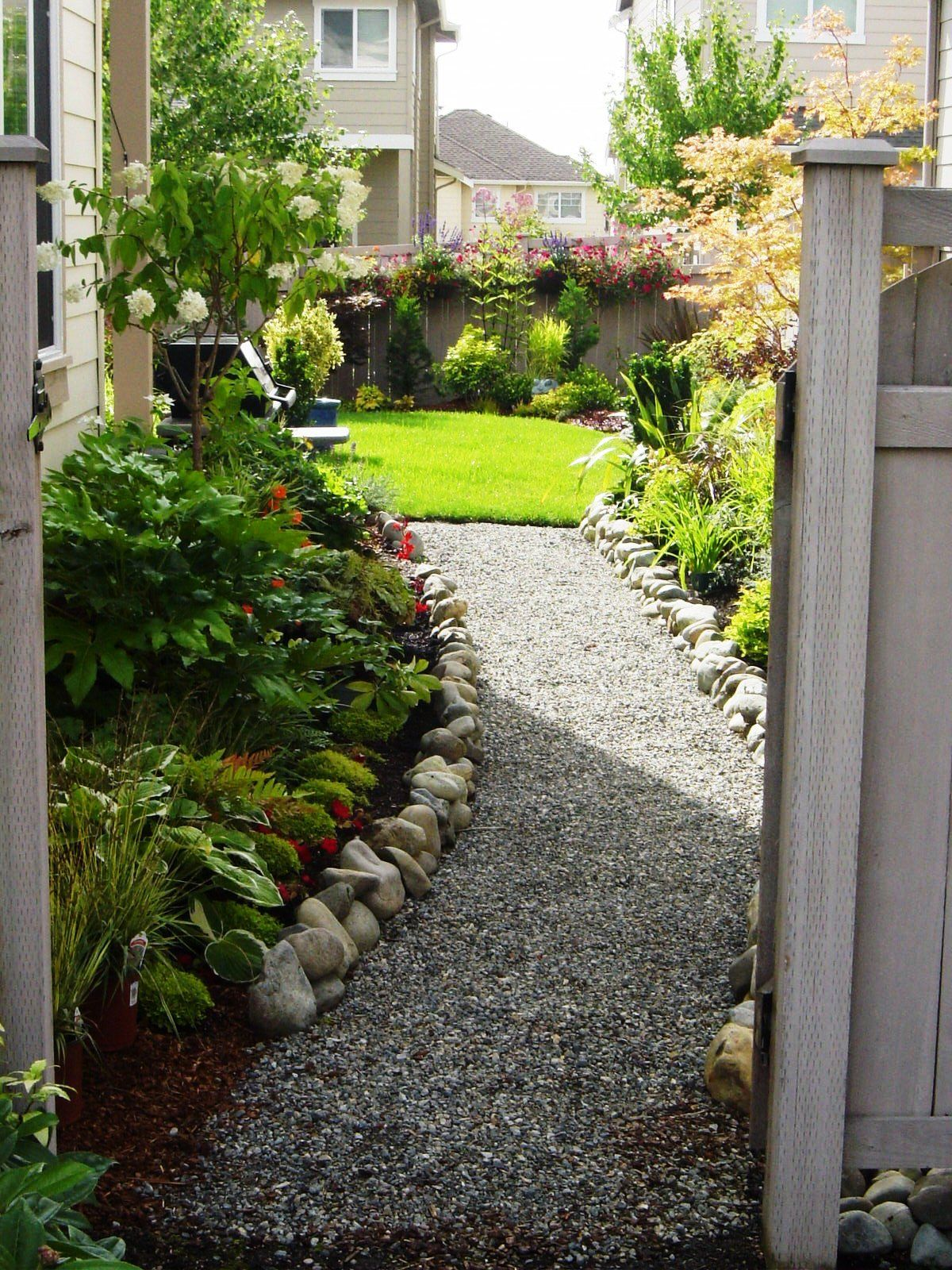 Garden Designers Roundtable: Designers Home Landscapes ... on Side Yard Walkway Ideas  id=33683