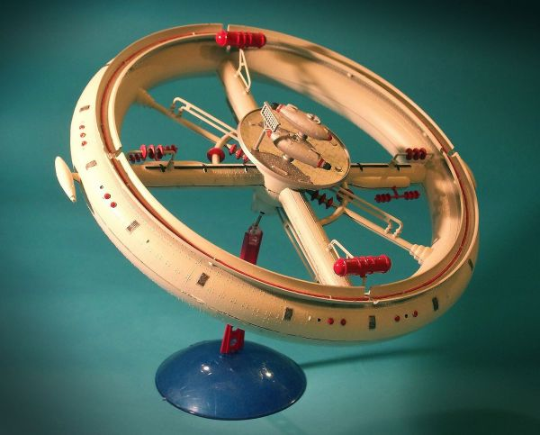 Vintage Science Fiction Model Kit: Space Station | Space ...
