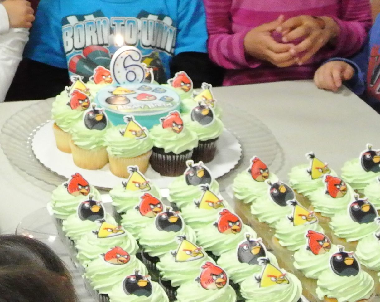 Angry Birds Birthday Cake And Cupcakes From Sam S Club