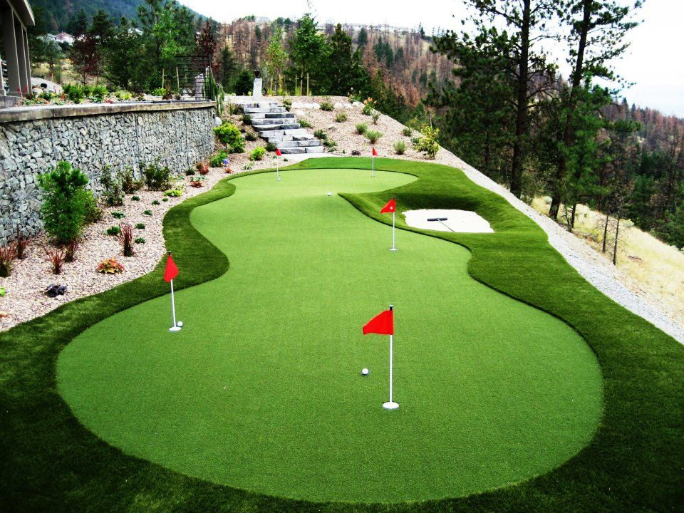Mini golf in the backyard thanks to synthetic grass | Turf ... on Putting Green Ideas For Backyard id=48970