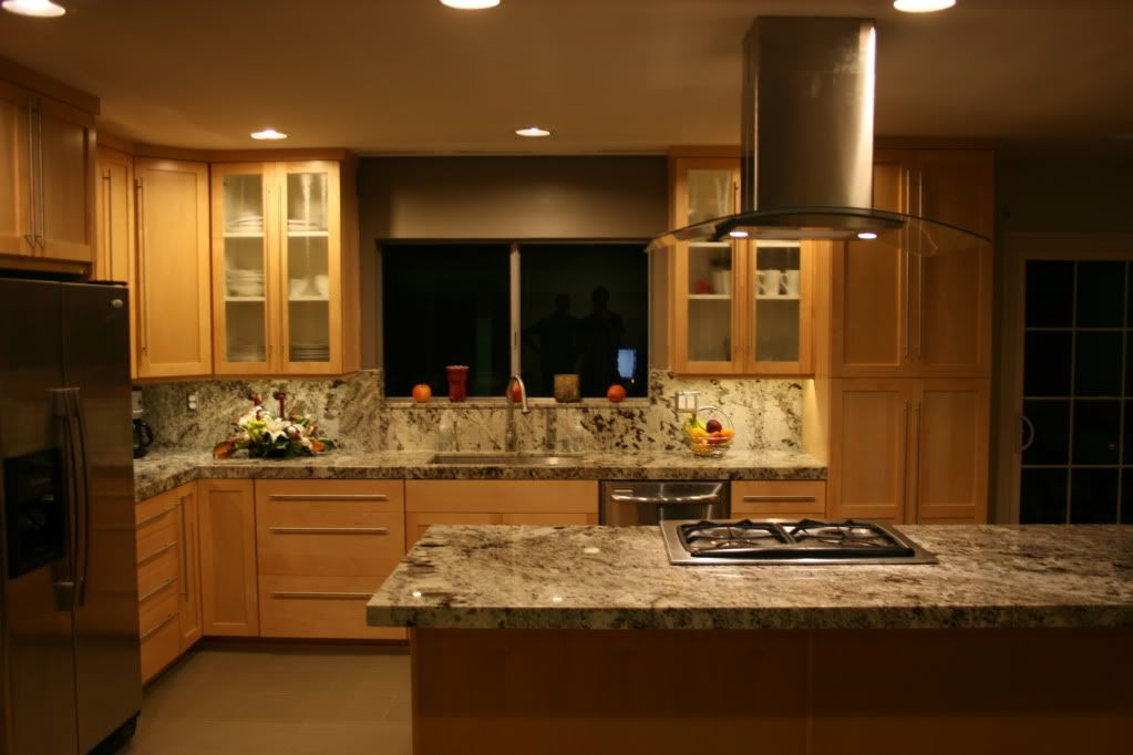 White Granite With Maple Cabinets | ... granite.. but i ... on Pictures Of Granite Countertops With Maple Cabinets  id=57981