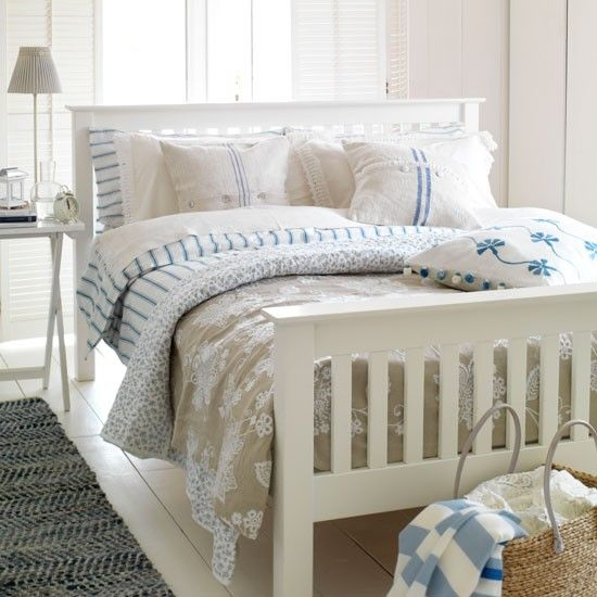 Modern Country Bedrooms White And Blue Coastal Style Bedroom New England Design