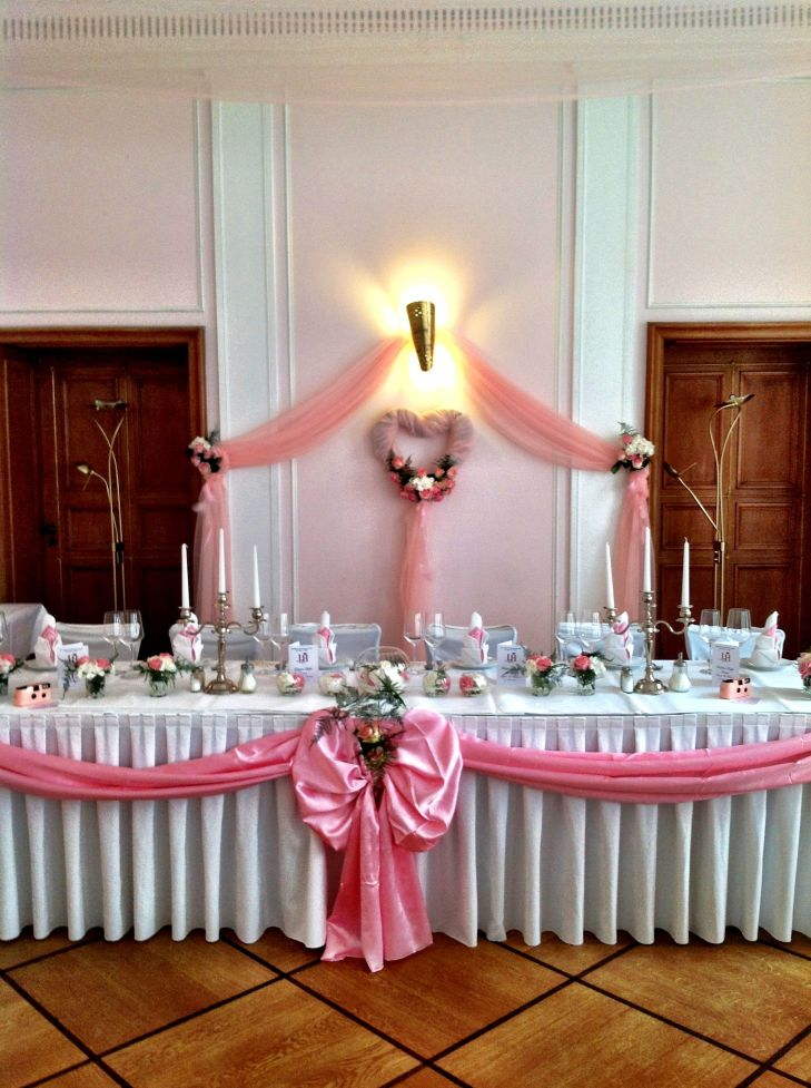 Wedding table decoration in pink and white made by Princess Dreams