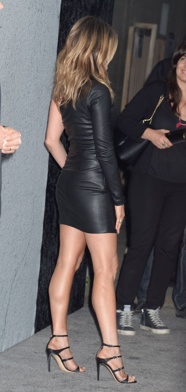 Jennifer aniston sexy Dress Jennifer Aniston Looks Incredible In A