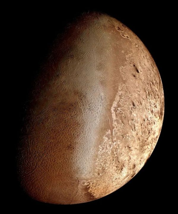 Triton : Moon of Neptune - This seventh-largest moon in ...