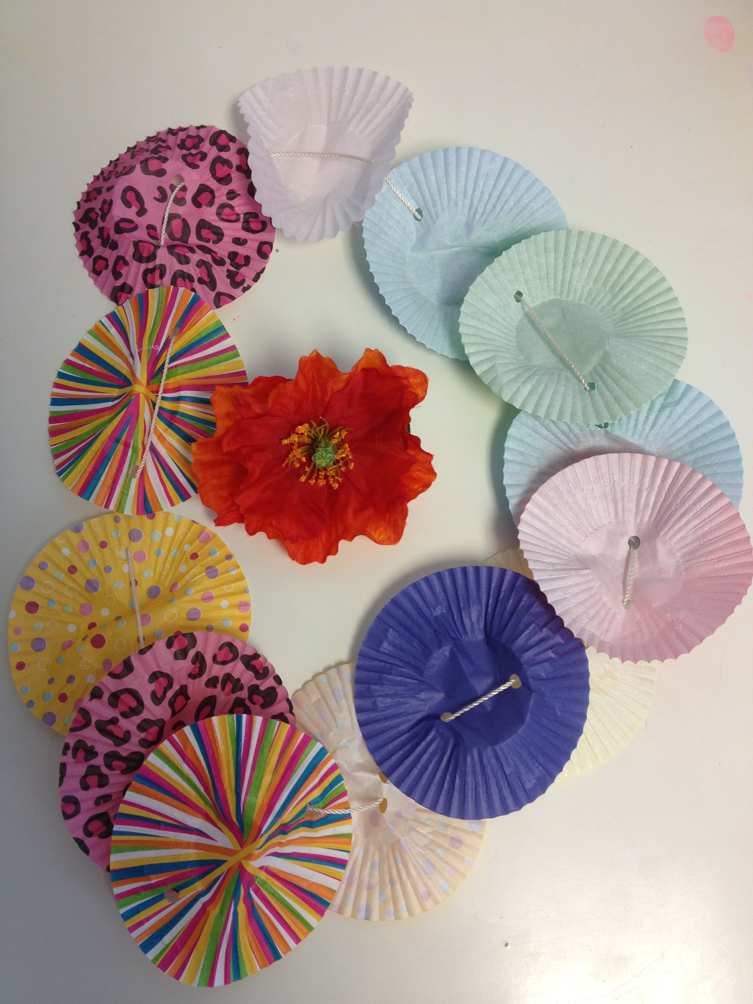 Hawaiian Lei That Kids Will Love Making Supplies Needed Cupcake Liners About 12 For Each Lei