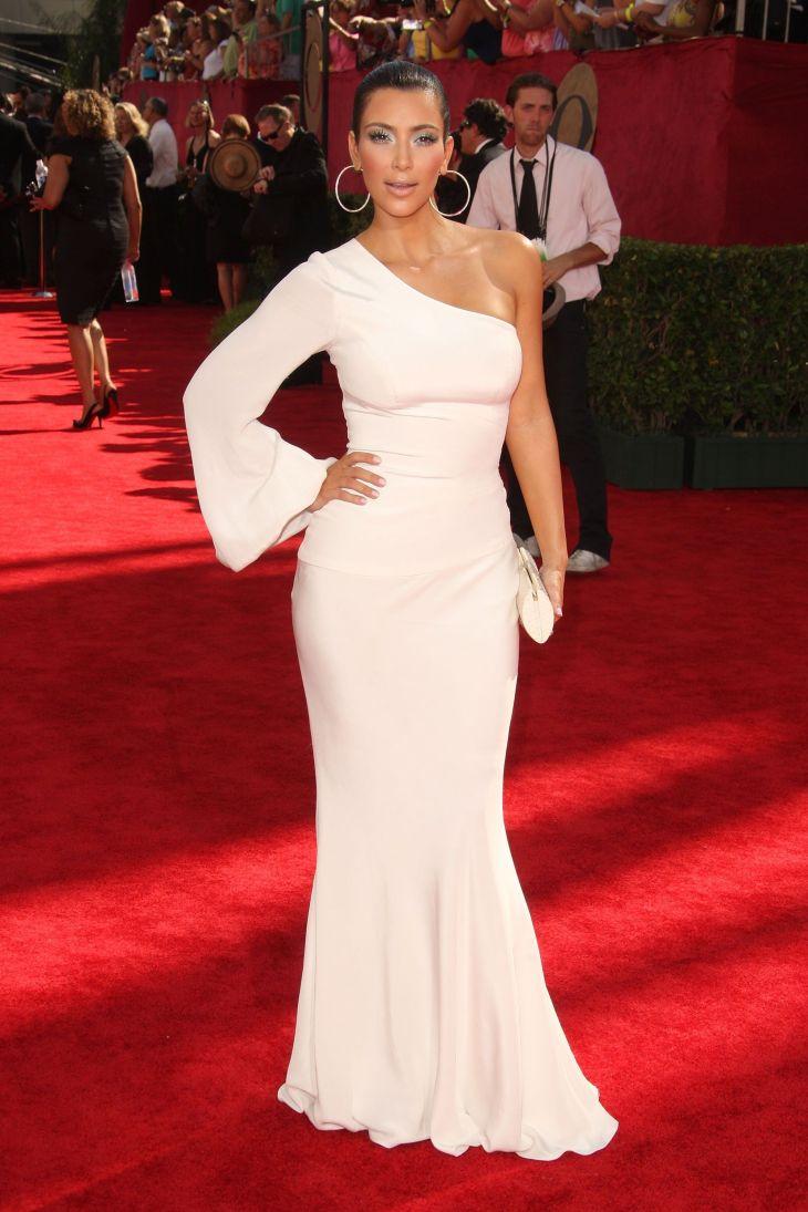 white dress kim kardashian Womenus white fashion Pinterest