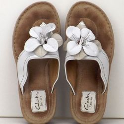 8915bacf807 Clarks Artisan Size 81 2M Womens Thong Flip Flops Pebble Leather