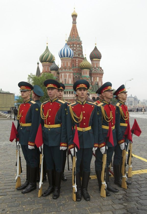 Russian Army honor guards in their 2008 pattern enlisted ...
