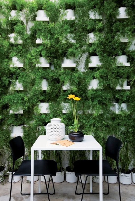 Perfect green wall. #Patio #Dinning #Oasis   Favorite ... on Green Wall Patio id=68552