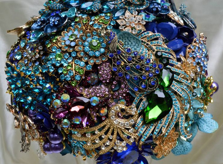 Brooch bridal bouquet | sodazzling.com
