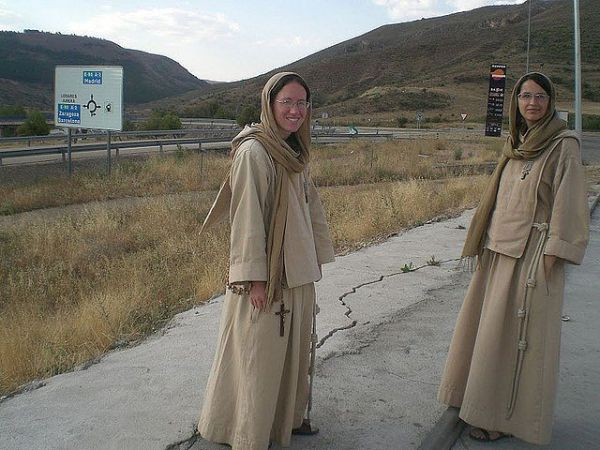 Small Friars and Sisters of Jesus and Mary | Habits ...