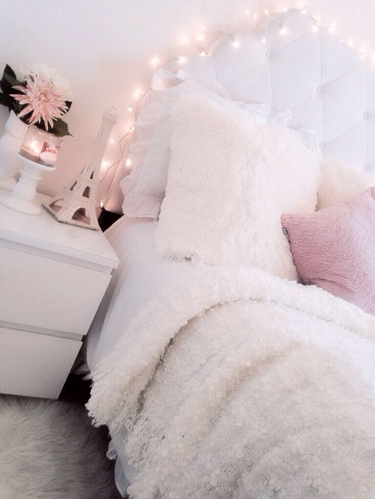 planche d inspiration pour une chambre rose poudrée pretty lights pink room and light pink rooms on grey and light pink bedroom decorating ideas id=92336