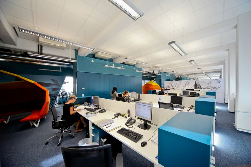 open plan office coordinated with blue and orange color on blue office color id=87165