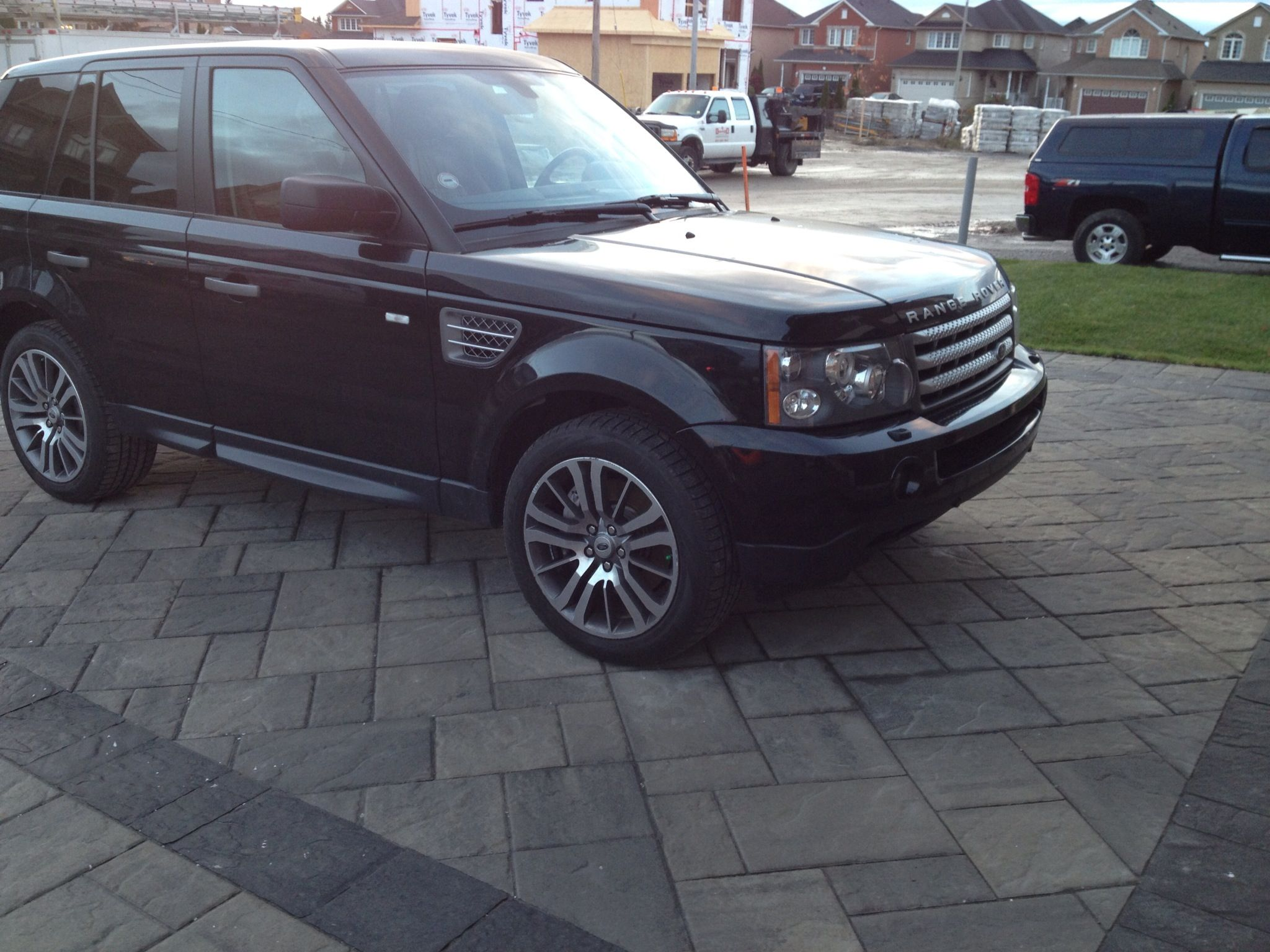 Is the Range Rover or the Techo Bloc Blu 80 on a 45 the real star