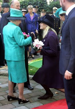 Crown Princess Mette-Marit curtsies to the Queen   Royal ...