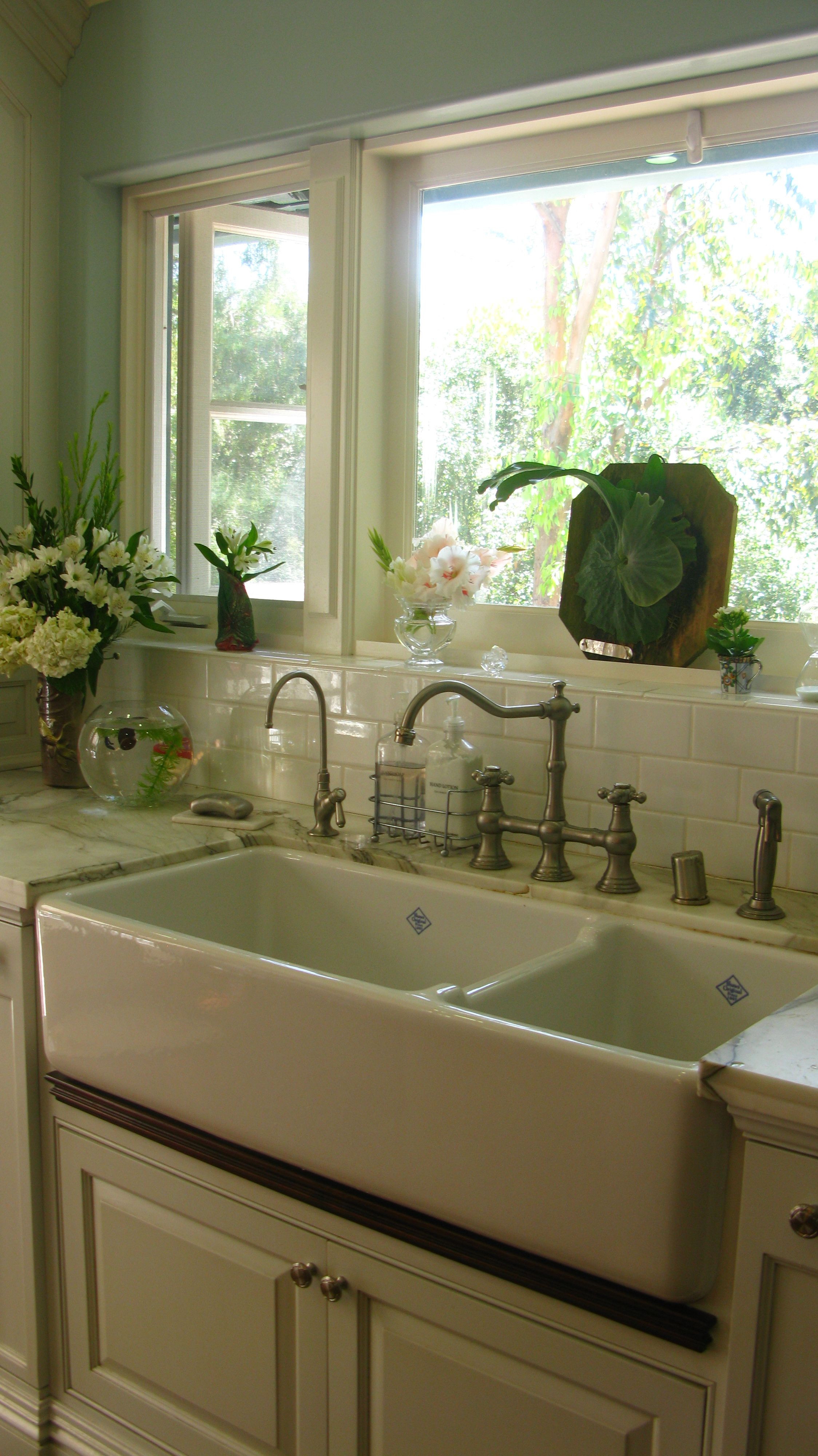 love that double sink and polished hardward kitchens i adore pinterest sinks kitchens on kitchen sink id=30468