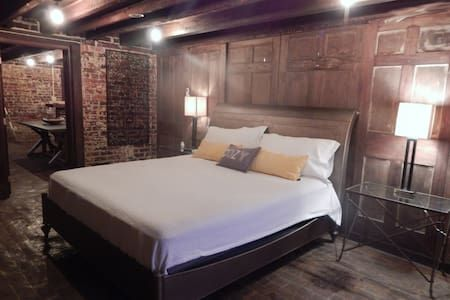 Check Out This Awesome Listing On Airbnb Wow Beds Pet Friendly Houses For In Savannah Georgia United States