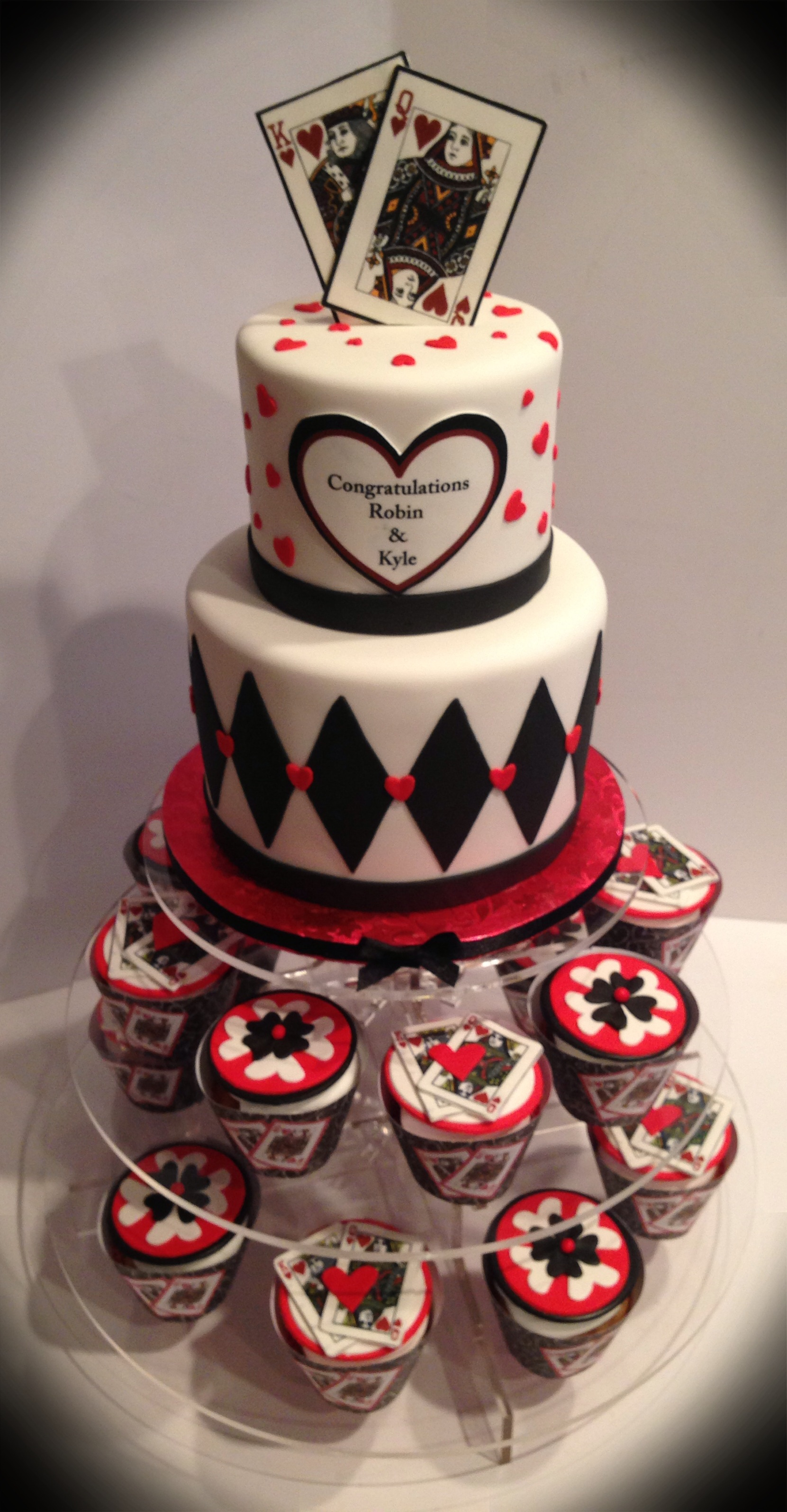 King And Queen Of Hearts Cake And Cupcakes
