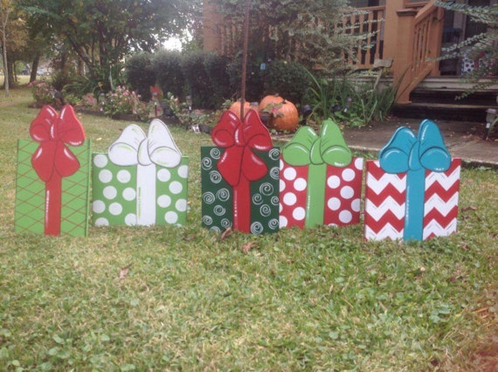Cheap But Stunning Outdoor Christmas Decorations Ideas 48