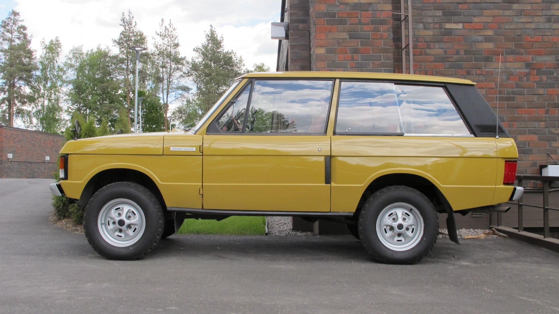 1975 Land Rover Range Rover Classic 2 door suffix D RESERVED