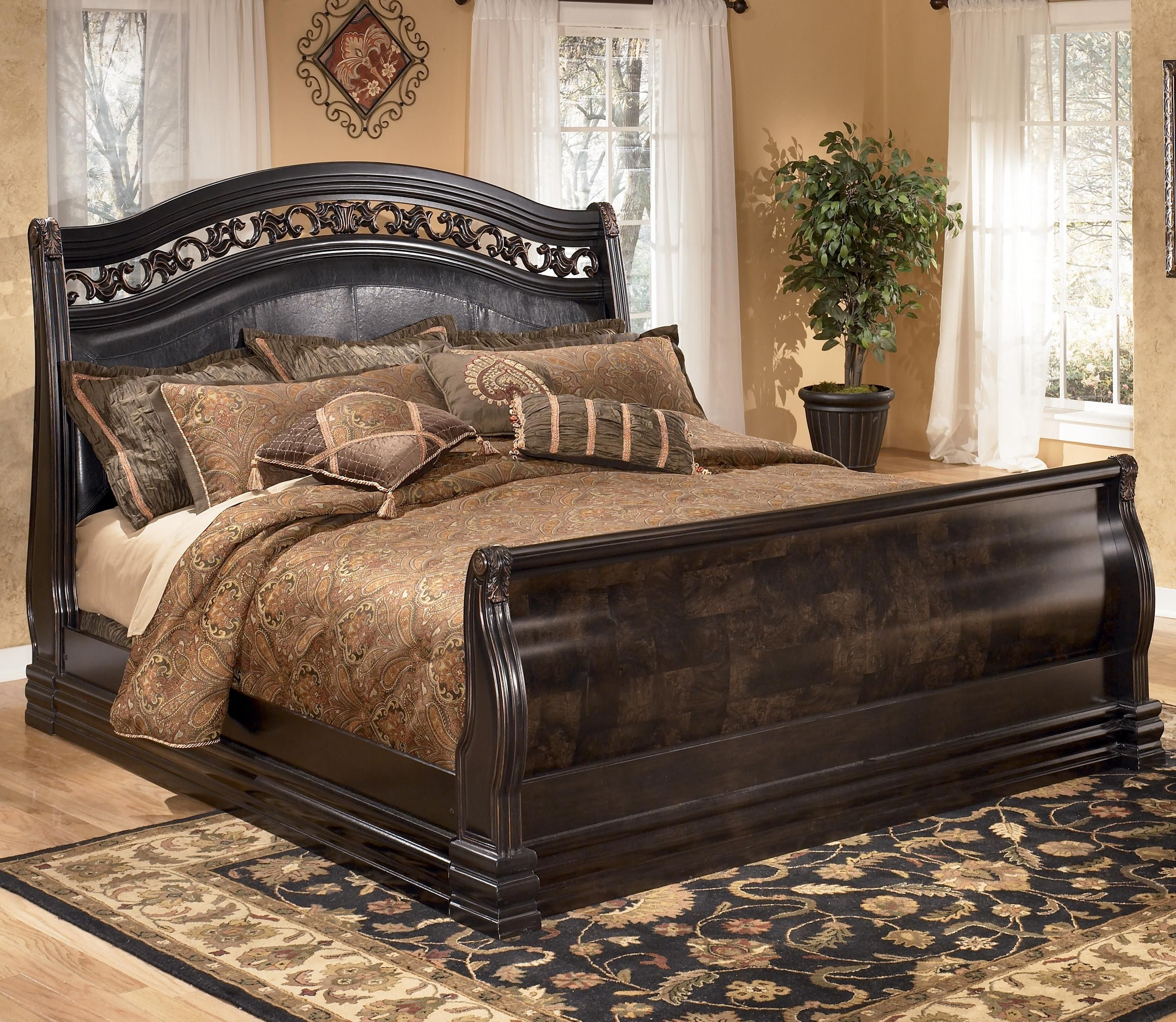 Suzannah Queen Sleigh Bed With Large Moulding By Signature