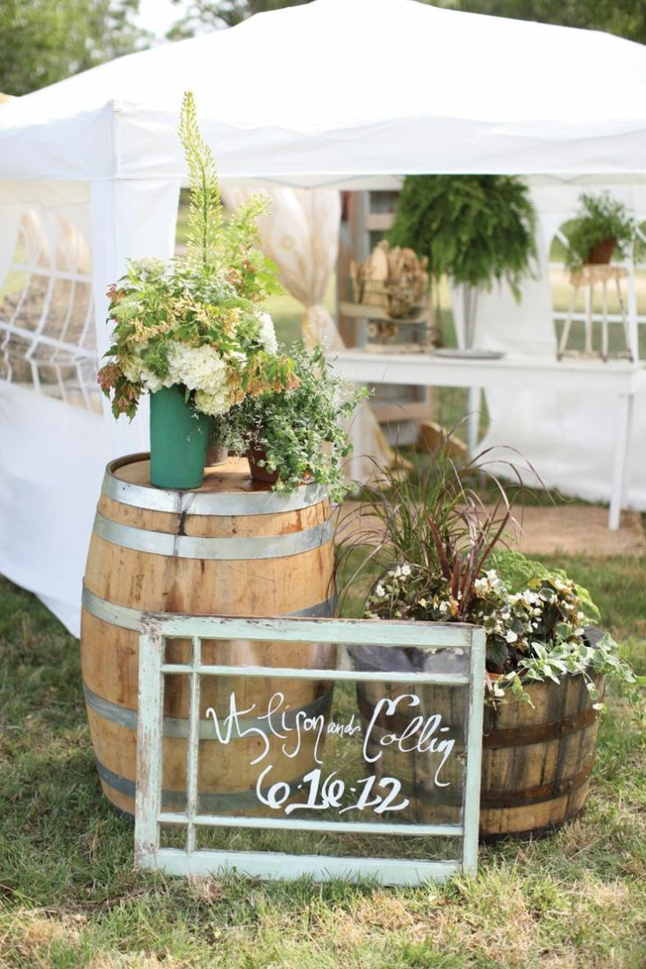 backyard rustic wedding decorations  Outdoor rustic wedding decor