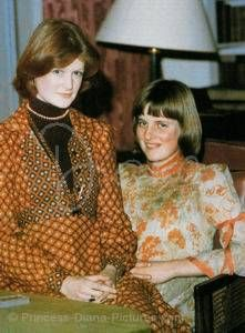Diana posing with her older sister, Lady Sarah Spencer ...