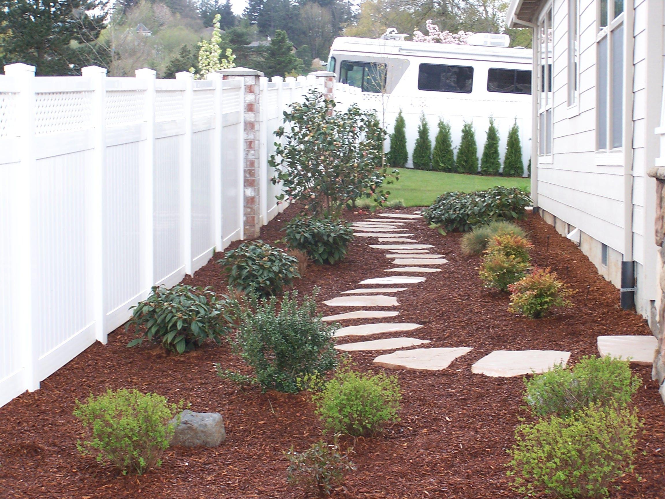 Side yard idea, flagstone paver path   Outdoor Looks ... on Front Side Yard Ideas id=70791