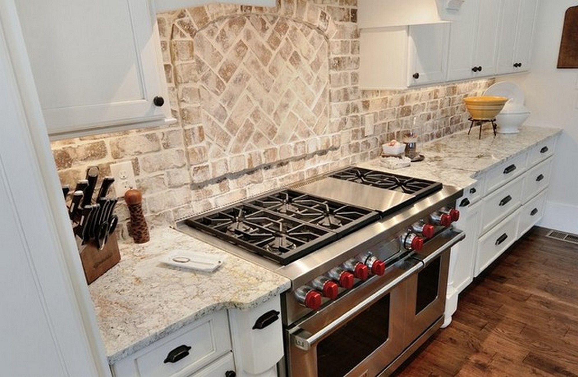 white springs granite with backsplash | Brick Backsplash ... on Backsplash Ideas For White Cabinets And Granite Countertops  id=52673