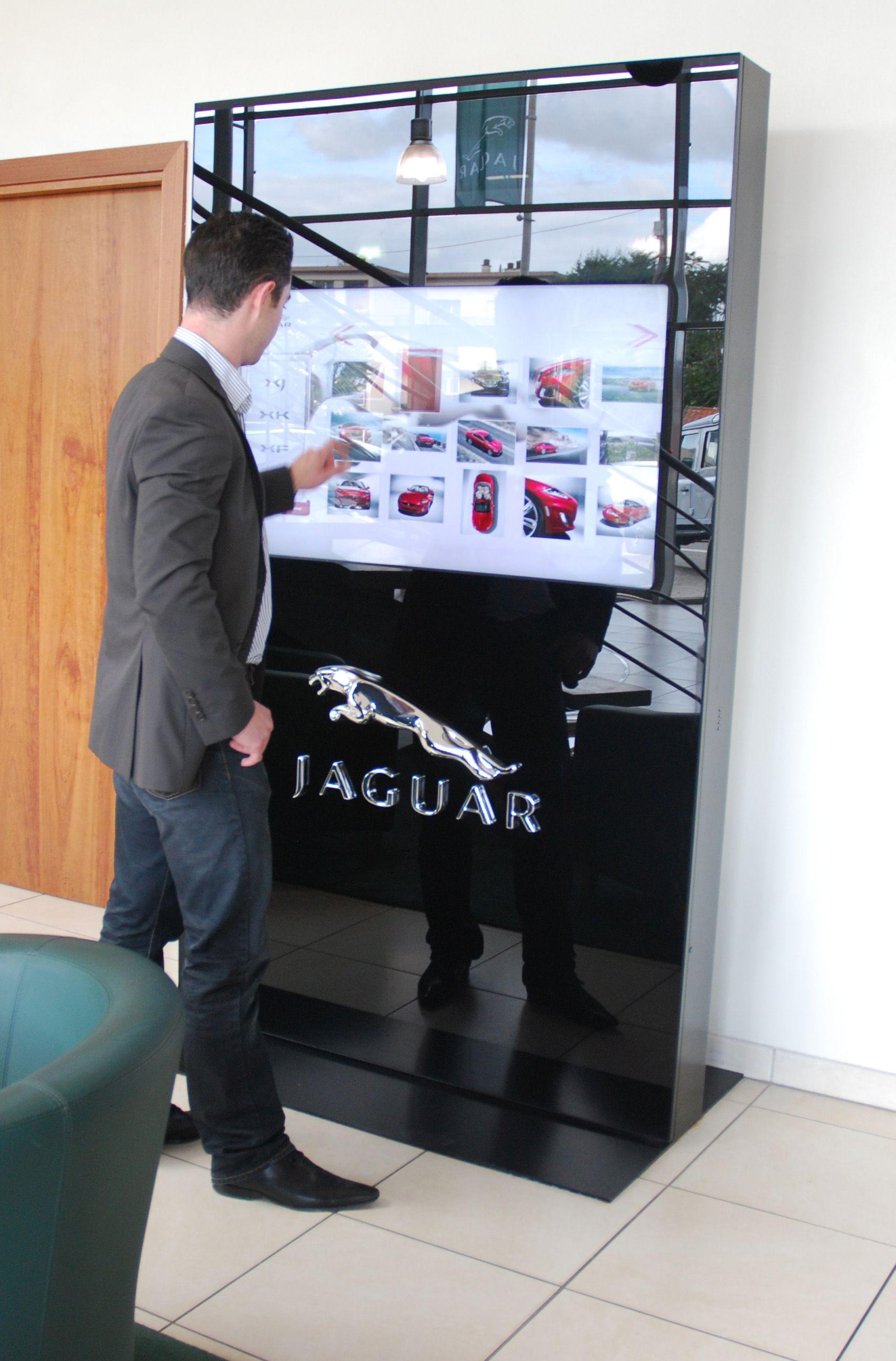 tactile 46 Jaguar Land Rover Show Room Virtuel by seventh