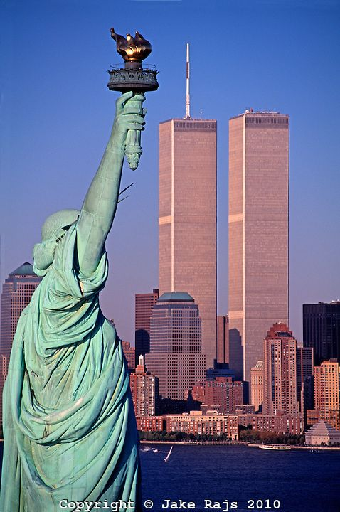 Statue of Liberty and Twin Towers, World Trade Center at ...