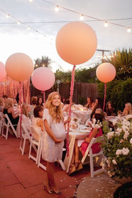 Oooooh An Outdoor Baby Shower Balloons And Flowers So