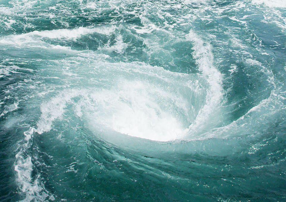Image result for 波に吸い込まれる