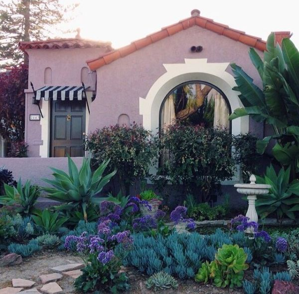 spanish style homes with garden Spanish style | Xeriscape and Succulents | Pinterest