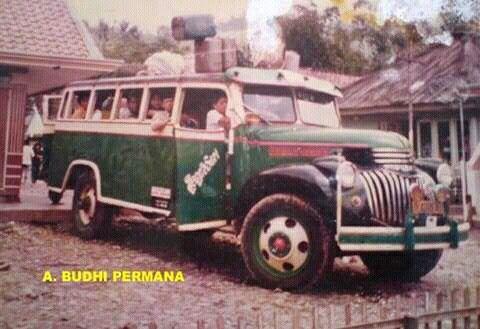 Hasil gambar untuk bus chevrolet indonesia