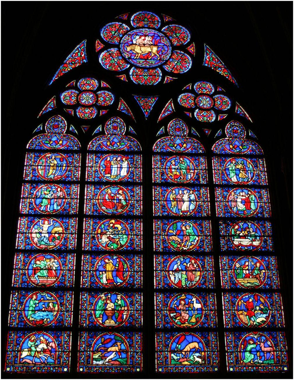 Resultado de imagen para Vitrales góticos, coro superior de la Basílica de Saint-Denis.