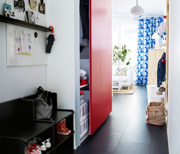 Entre IKEA Avec Bancs Et Armoire Troite Portes